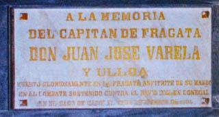 Placa en recuerdo de don Juan José Varela y Ulloa. Capitán de fragata de la Real Armada Española. En el Panteón de Marinos Ilustres de San Fernando. Cortesía del Museo Naval. Madrid.
