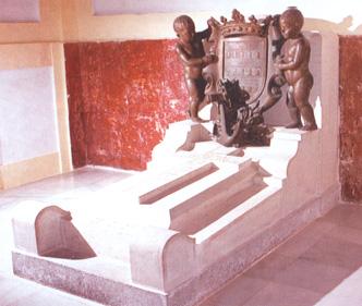 Lápida en el panteón de Marinos Ilustres de don Juan María de Villavicencio y de la Serna. Cortesía del Museo Naval. Madrid.
