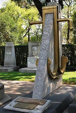 Mausoleo de don Pedro Sáinz de Baranda y Borreyro, capitán de fragata de la armada Española y fundador de la Armada de México, situado en la Rotonda de Personajes Ilustres en la capital México DF.